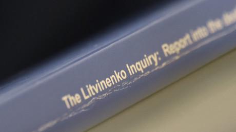 Un exemplaire du rapport sur la mort d'Alexandre Litvinenko, présenté lors d'une conférence de presse à Londres, le 21 janvier 2016
