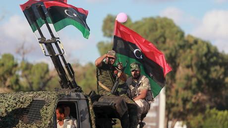 Des membres de l'armée libyenne sous le commandement du général Khalifa Haftar en août 2015