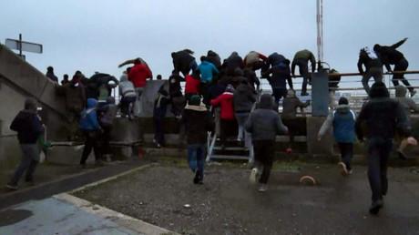 Les migrants avaient forcé la clôture du port de Calais