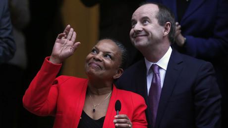 La ministre de la Justice sortante Christiane Taubira et son successeur Jean-Jacques Urvoas