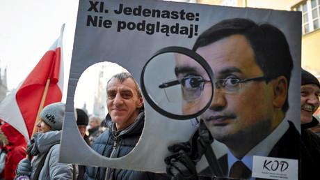 Manifestation contre une loi renforçant la surveillance, en Pologne