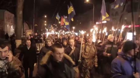 Les manifestants défilent à Kiev