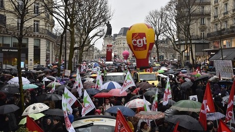A Paris, les gens s'étaient rassemblés par milliers