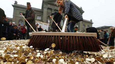 Déjà en 2013, des actions choc étaient organisées en Suisse pour appeler à la mise en place d'un revenu de base pour tous.