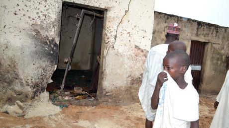 Une mosquée marquée par la déflagration de l'explosion provoquée par un kamikaze de Boko Haram à Maiduguri, capitale de l'Etat de Borno au nord-est du Nigeria, le 15 septembre dernier.