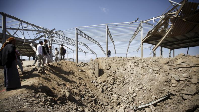Les conséquences d'une frappe saoudienne dans la capitale du Yémen, Sanaa