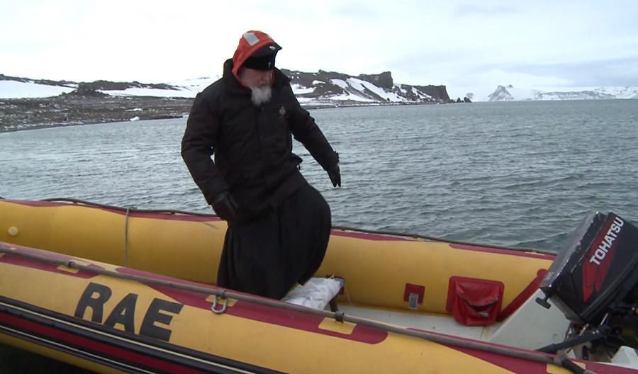 Le patriarche russe Cyrille s'est promené avec des manchots et a prié en Antarctique (VIDEO, PHOTO)