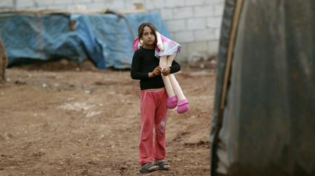 Une enfant syrienne près de la frontière turque