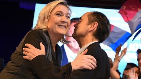Robert Ménard : Marine Le Pen doit s'ouvrir aux Français en quittant la direction du FN