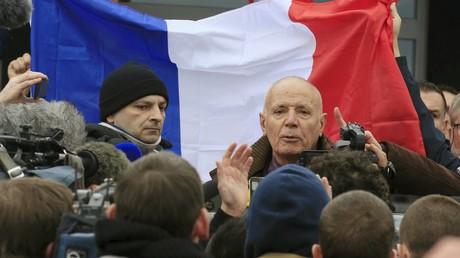 Le général Piquemal lors d'une manifestation à Calais