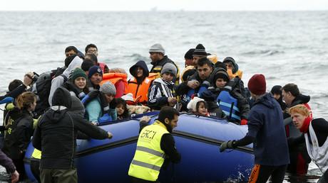 Des migrants arrivent en Grèce par mer