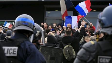 Le général Christian Piquemal à la manifestation à Calais