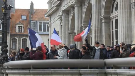 En France, des manifestants appellent à la libération du général Piquemal