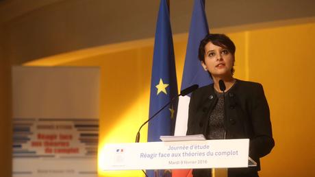 La ministre de l'Éducation national Najat Vallaud Belkacem lors de la journée d'étude intitulée «Réagir face aux théories du complot» (Capture d'écran Twitter)