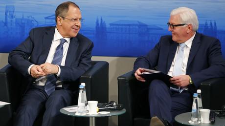 Le ministre russe des Affaires étrangères Sergueï Lavrov et son homologue allemand Frank-Walter Steinmeier