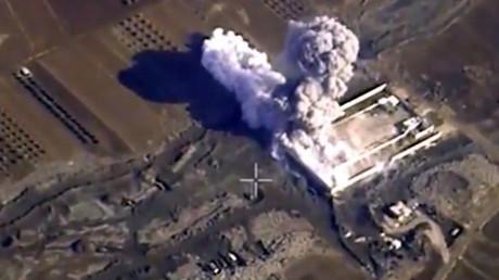 Image des frappes russes en Syrie montrée à la télévision française pour illustrer des frappes occidentales