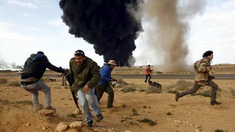 Une bataille entre Ras Lanuf et Bin Jawad en Libye (mars 2011)