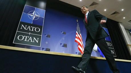 Le secrétaire américain de la Défense Ash Karter à la conférence de l'OTAN à Bruxelles
