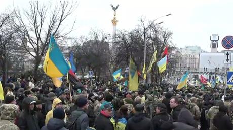 Les Ukrainiens manifestent à Kiev