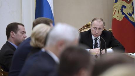 Le chef d'Etat russe, Vladimir Poutine, préside un conseil des ministres le 10 février à Moscou