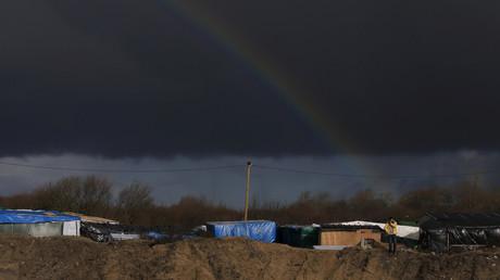 Un nuage au dessus de la Jungle de Calais le 15 février 2016