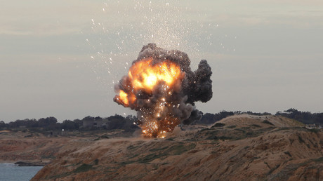 Un missile explose près de la capitale libyenne Tripoli, le 11 Décembre 2011