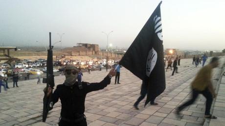 Un combattant de Daesh dans une rue de Mossoul, en Irak, le 23 juin 2014