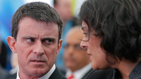 Le Premier ministre Manuel Valls en compagnie de la ministre du Travail qui porte le projet Myriam El Khomri