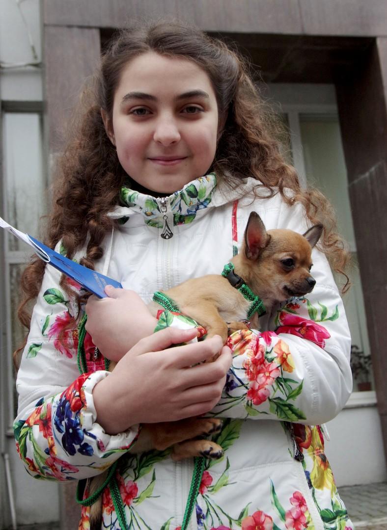 Le meilleur cadeau du président russe : un chien pour une fille de Sébastopol