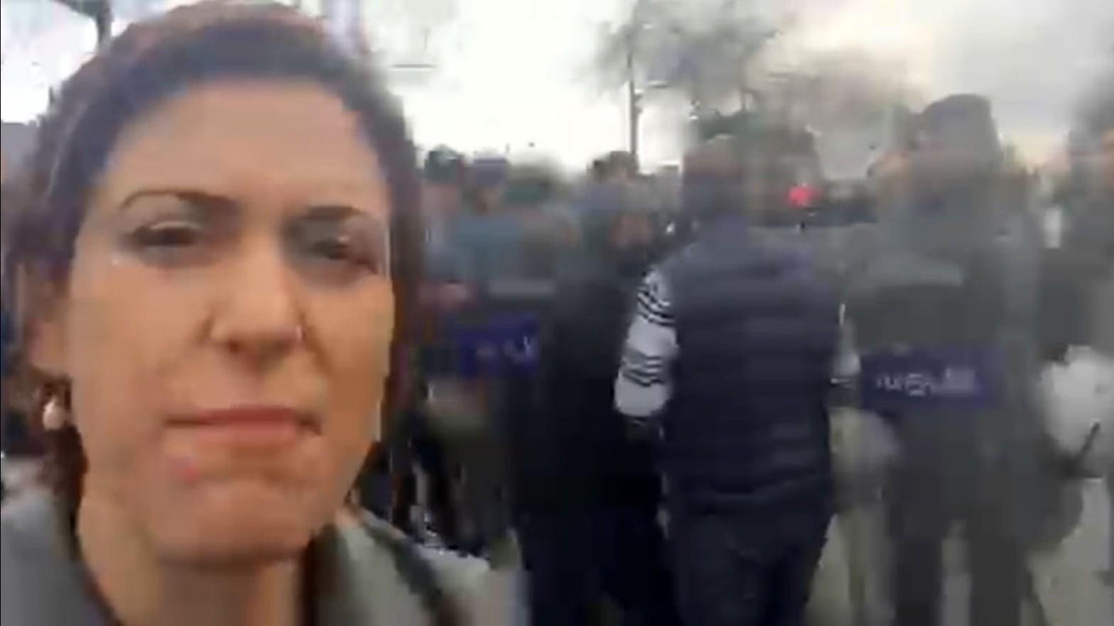Manifestation pour la liberté de presse à Istanbul : la journaliste de RT victime de gaz lacrymogène