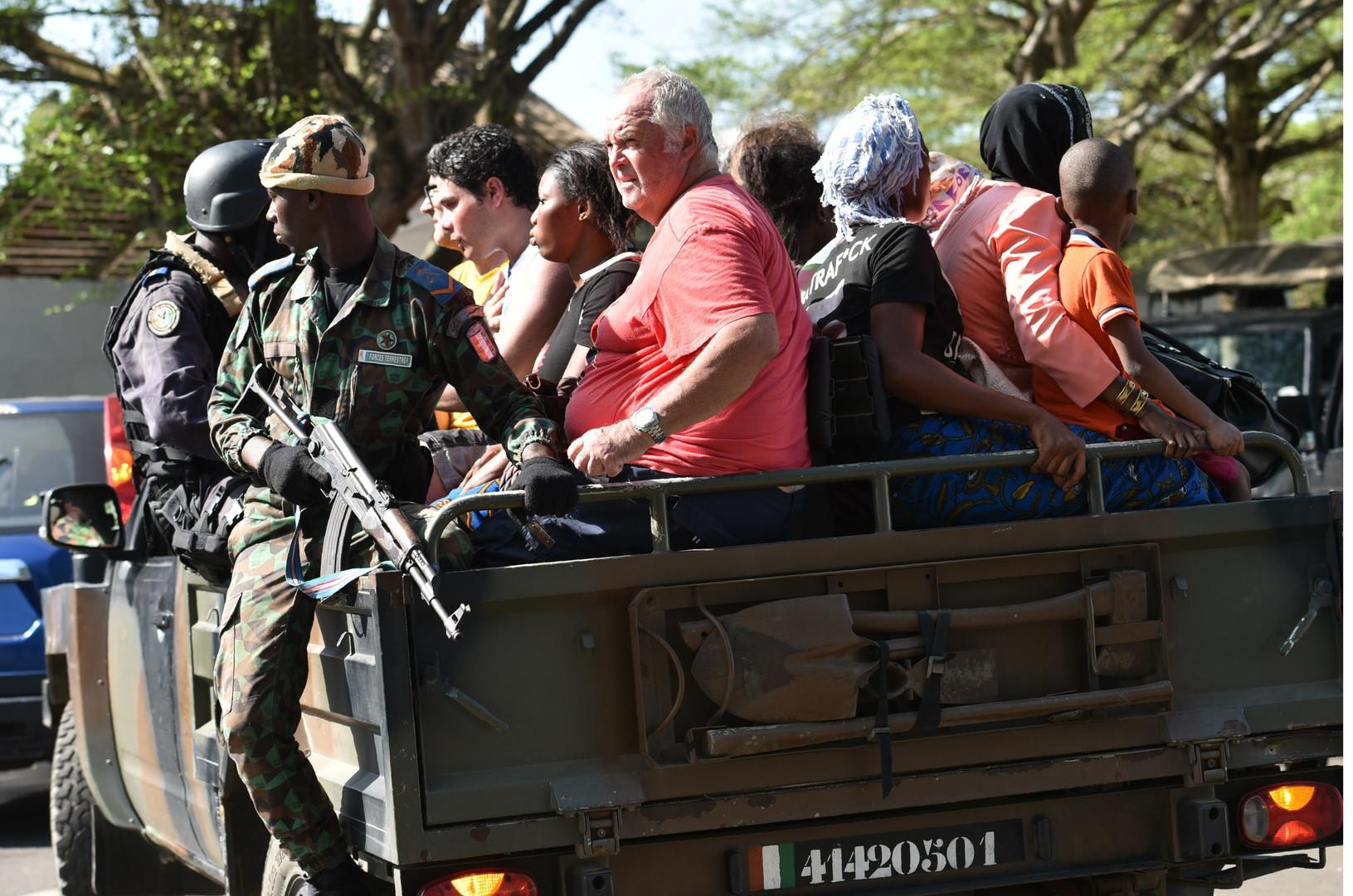 Les touristes de Grand-Bassam se sont fait évacuer par l'armée
