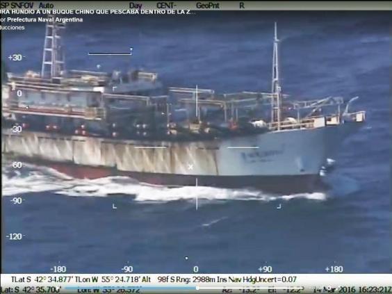 L'Argentine coule un navire chinois pour avoir «pêché illégalement» dans ses eaux (VIDEO)