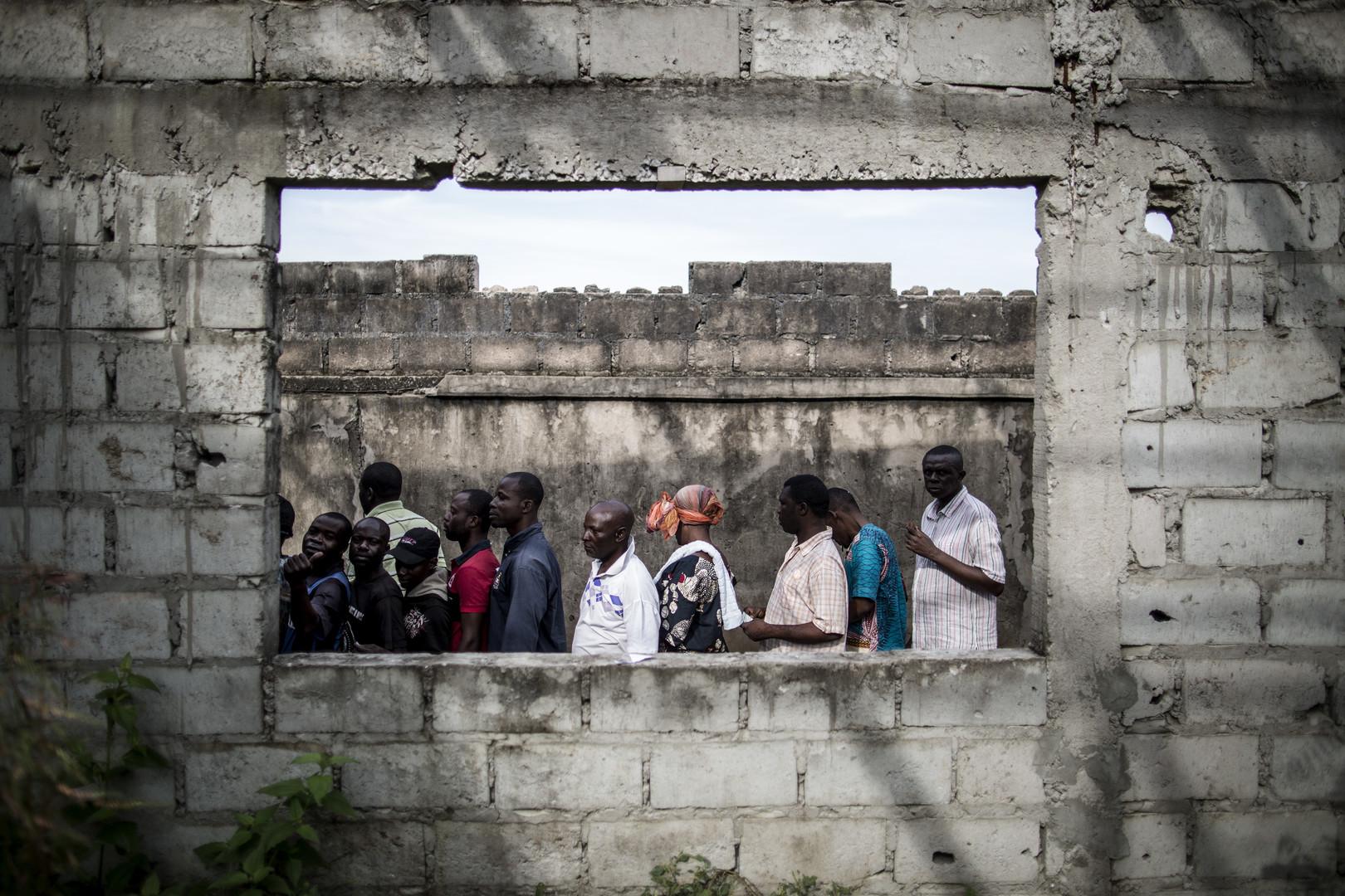 La file devant un bureau de vote à Makelele, quartier de Brazzaville, ce dimanche 20 mars