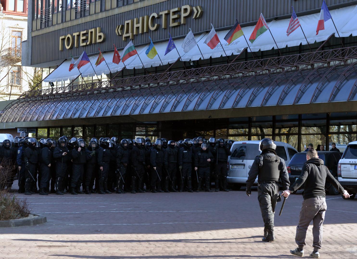 Un fort contingent policier a été déployé pour contenir les manifestants