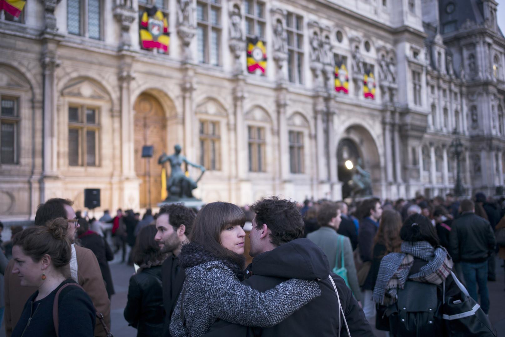 Les villes européennes aux couleurs belges en hommage aux victimes de Bruxelles (PHOTOS)