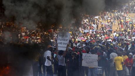 Manifestation contre l'augmentation des frais de scolarité devant l'Union building, Pretoria, Afrique du Sud, 23 octobre 2015