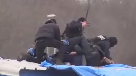 Calais : la police recourt à force contre un couple de migrants