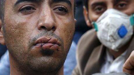 Cette forme de protestation a déjà été utilisée plusieurs fois, comme ici par cet Iranien sur les côtes grecques.