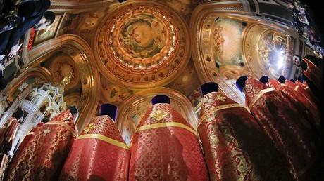 Des prêtres orthodoxes dans une cérémonie à Moscou