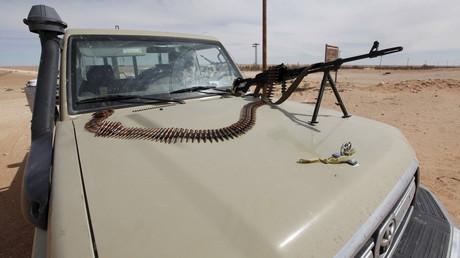 Véhicule militaire libyen aux abords de Syrte, ville tenue par Daesh
