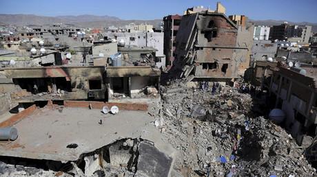 Des bâtiments endommagés lors d'affrontements entre les forces de sécurité turques et les militants kurdes dans la ville de Cizre en Turquie, le 2 mars 2016