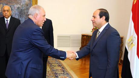 L'ex-ministre de la Justice Ahmed al-Zind en compagnie du président Abdel Fattah al-Sissi