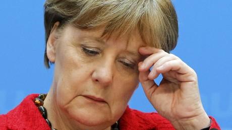 La chancelière allemande Angela Merkel et leader de la CDU assiste à une conférence de presse au siège de son parti à Berlin, le 14 mars 2016.