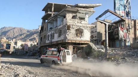 Un immeuble détruit dans la ville de Taiz
