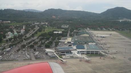 Une alerte de sécurité cloue un avion russe au sol à Phuket pour un contrôle approfondi