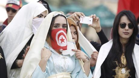 Des femmes en habit traditionnel à Tunis, le jour de l'anniversaire de l'indépendance de la Tunisie le 20 mars 2016