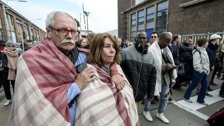 Des personnes évacuées de l'aéroport de Bruxelles Zaventem ce mardi 22 mars