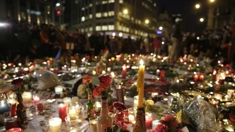 Un mémorial spontané a été dressé Place de la Bourse, en hommage aux victimes