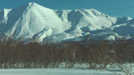 Les fusiliers marins russes déclenchent des avalanches depuis les volcans du Kamtchatka (VIDEO)