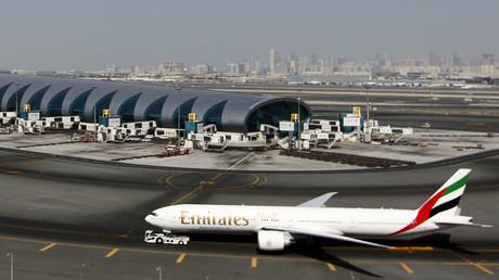 Un ex-pilote d'Emirates a confié à RT que les employés étaient contraints de faire des «heures sup»